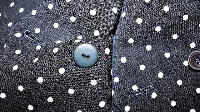 黒と濃紺は似て非なる色、限りなく黒に近い濃紺を黒と間違えないコツ
